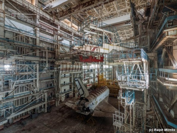 Man Noticed This Abandoned Hangar. But What's Inside Caught Him By Surprise (10)