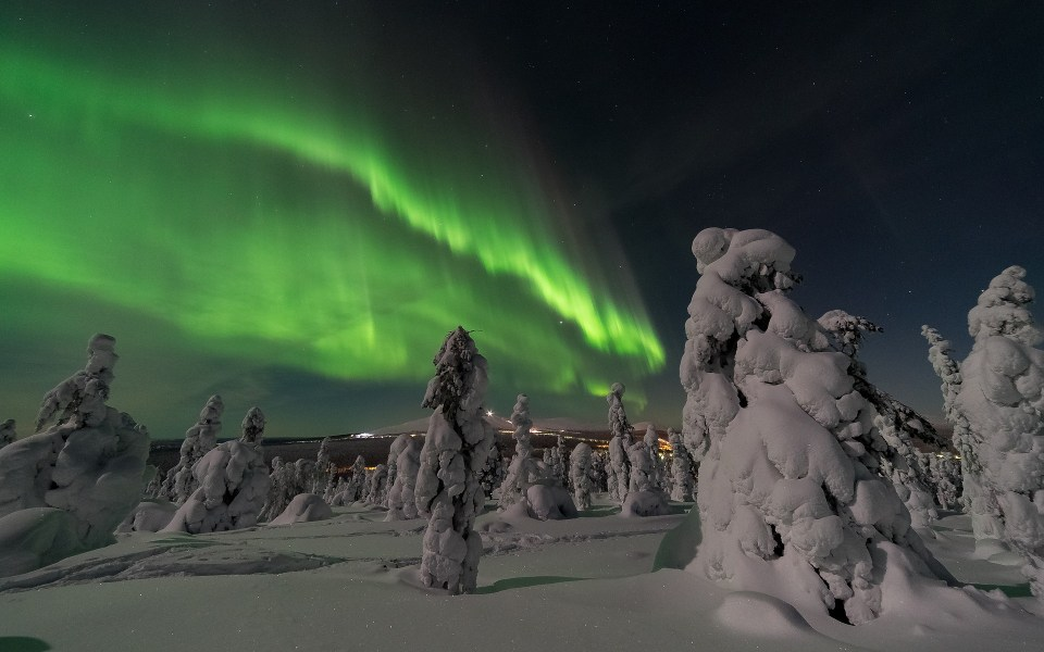 aurora-borealis-2959663_1920.jpg
