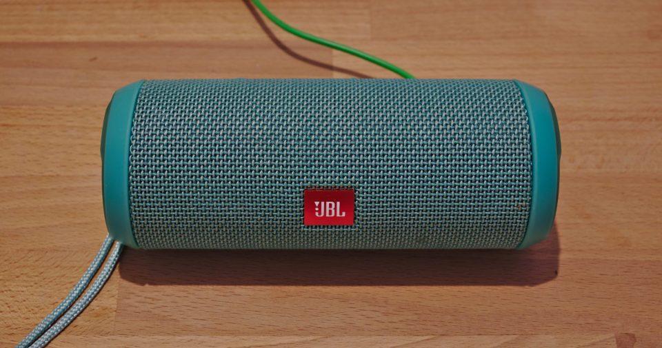 JBL_Flip_3_bluetooth_speaker_(DSCF2653).jpg