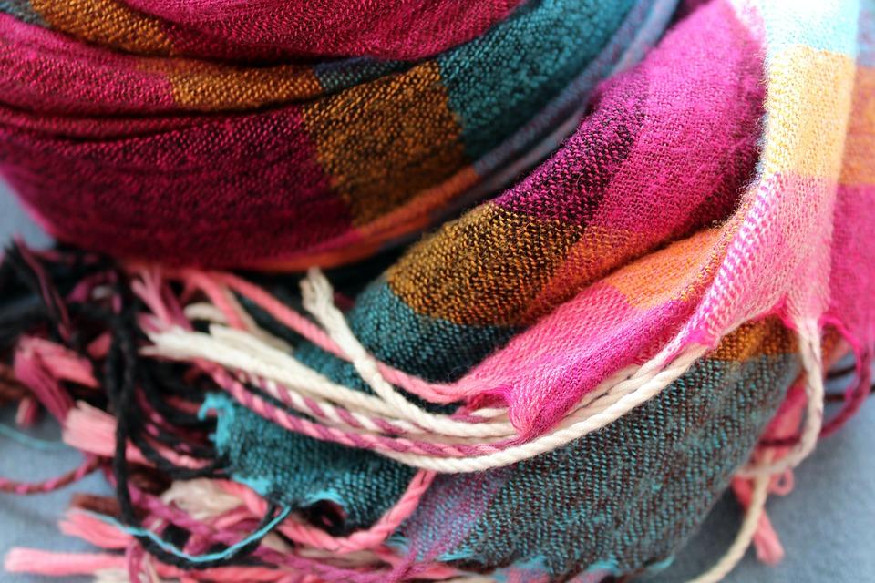 scarf-3118637_960_720.jpg