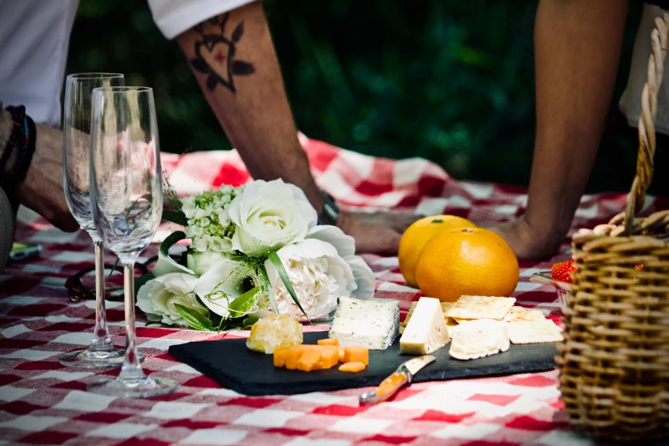 Picnic at the backyard - cheap date ideas