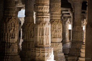 Ranakpur is worth a visit: the Jain temples are spectacular! And just a 1,5 hour drive away from Udaipur