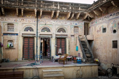 Interior of a not so well-maintained haveli, where people are still living