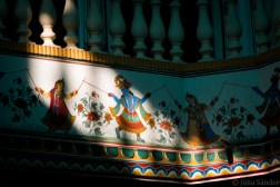 The decoration on the walls of the havelis is a mixture of illustration of everyday life and worshipping the gods