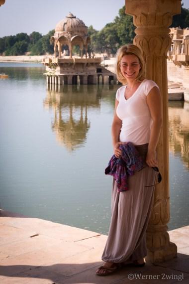 Julia at the Jaisalmer lake, India