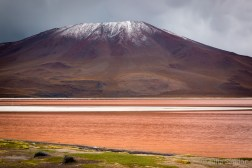 Maybe the most stunning one of the lagoons: the Laguna Colorada (Red Lagoon) played in all shades of orange and red