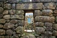 Antiseismic shape of windows and walls