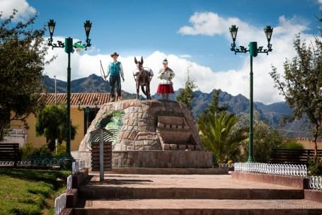 The Plazas de Armas often have colorful sculptures