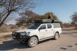 Closing the rooftop tent