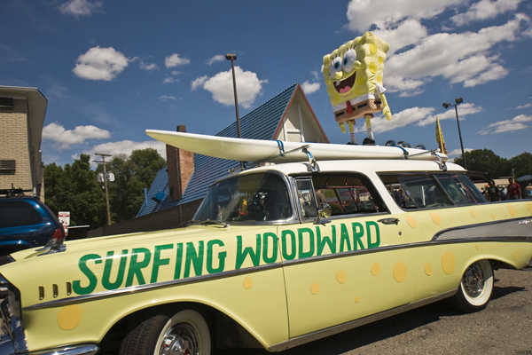 SpongeBob surfin' Woodward