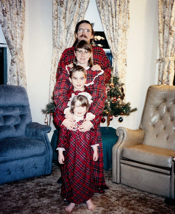 The 50 Most Awkward Christmas Family Photos Ever GALLERY