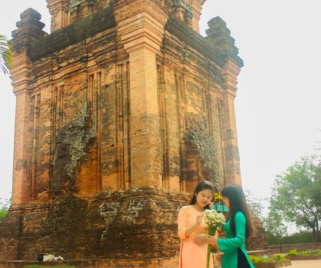 nhan tower traditional clothes tuy hoa phu yen