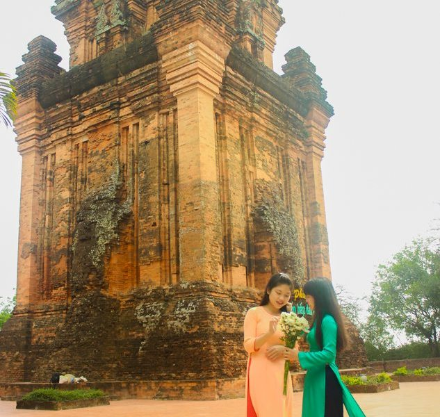 nhan tower traditional clothes tuy hoa phu yen