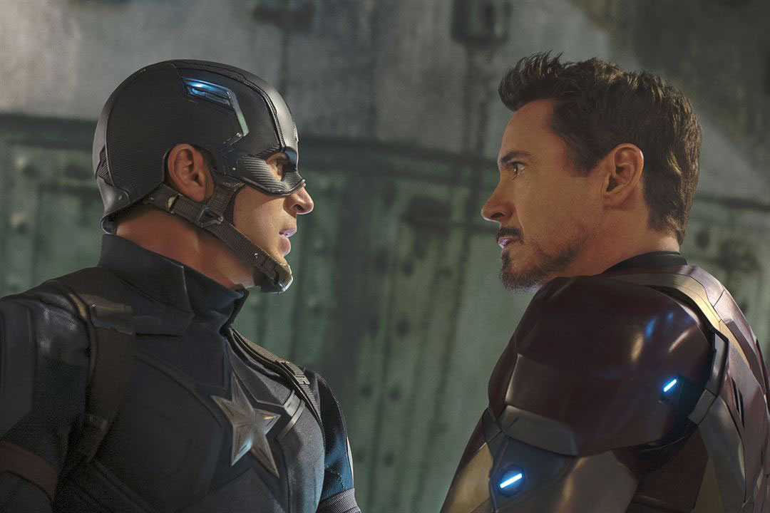 Les 2 superhéros s'affrontent (image : allocine.fr)