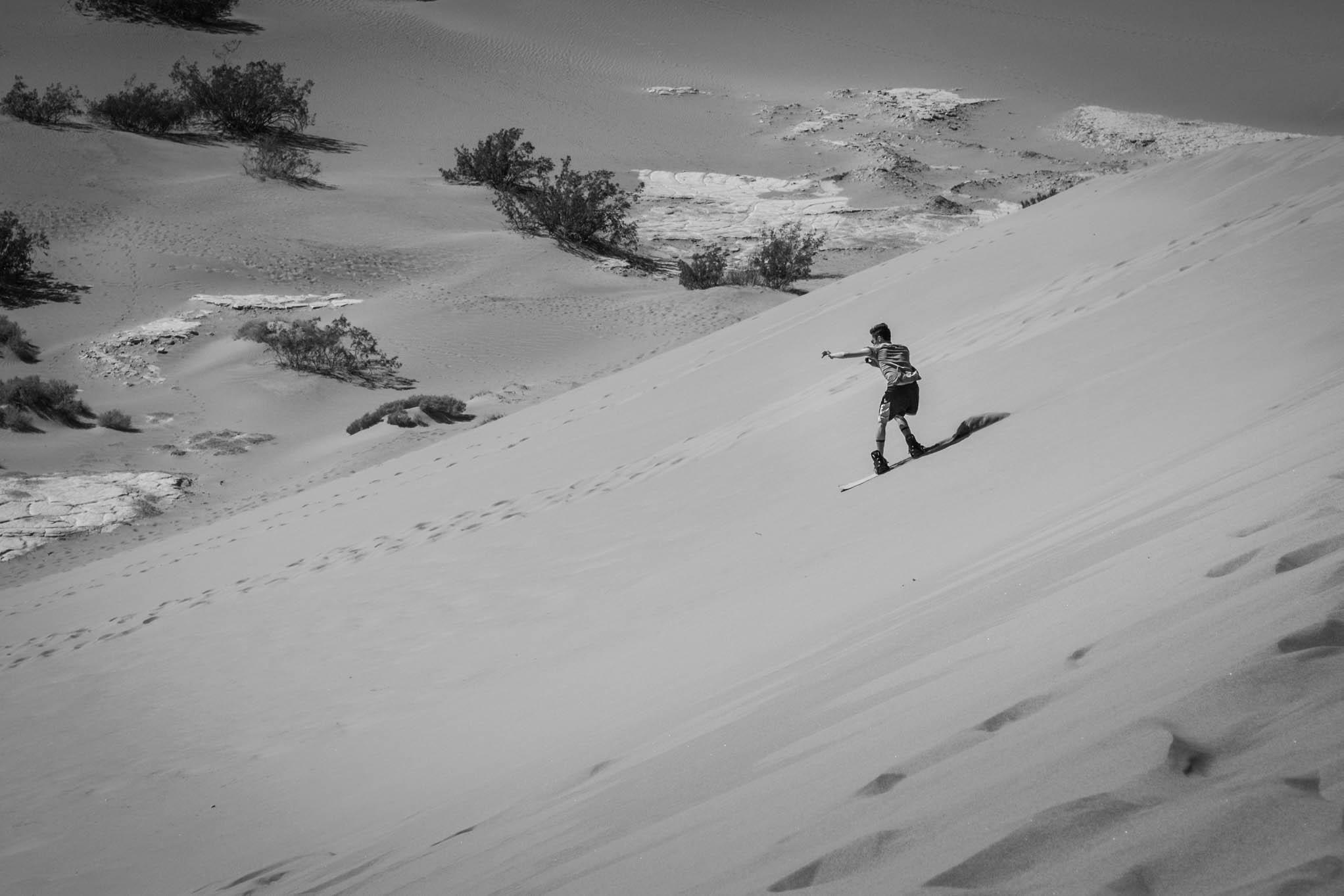Un peu de glisse sur les dunes de sable