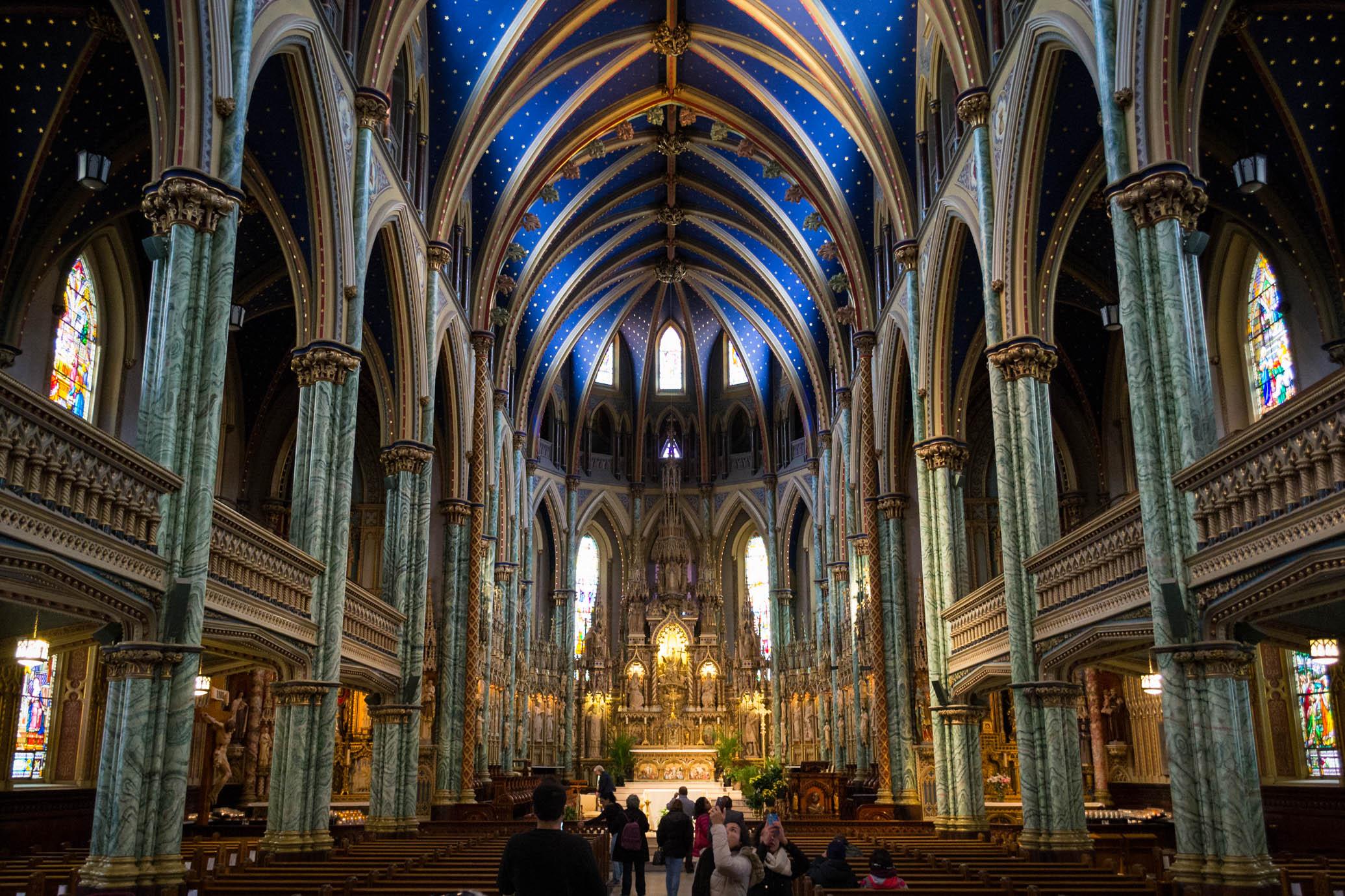 L'intérieur de la Basilique-Cathédrale Notre Dame