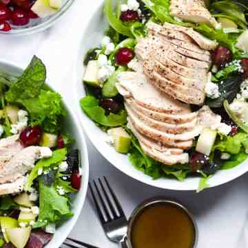 cosi signature salad with chicken breast