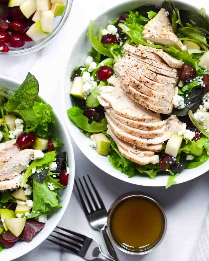 cosi signature salad with chicken breast