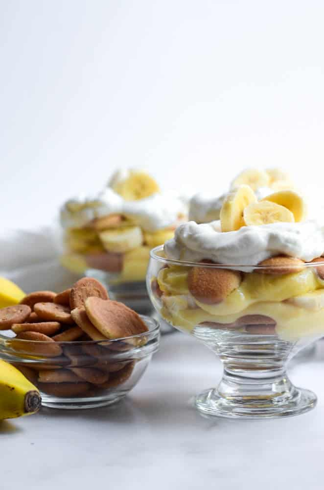 nilla wafer pudding in individual trifle bowl with bowl of nilla wafers next to it
