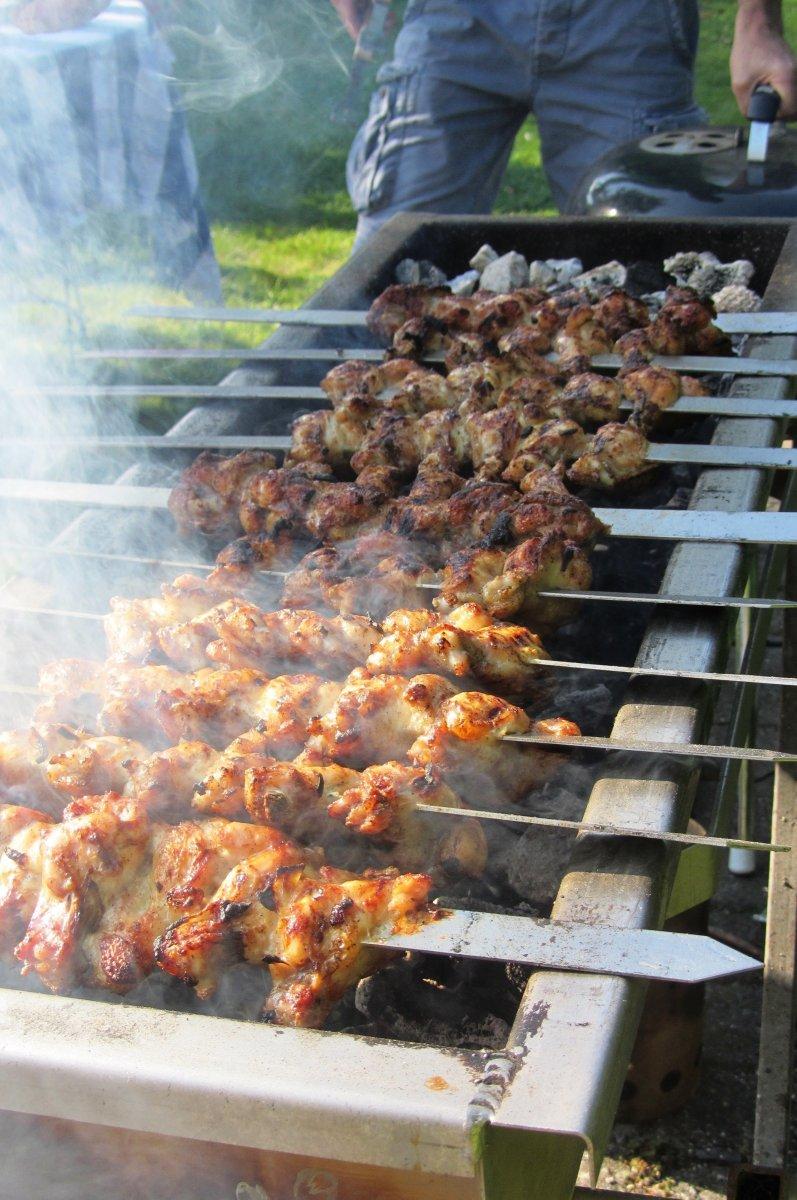 Perzische kippenvleugeltjes van de BBQ