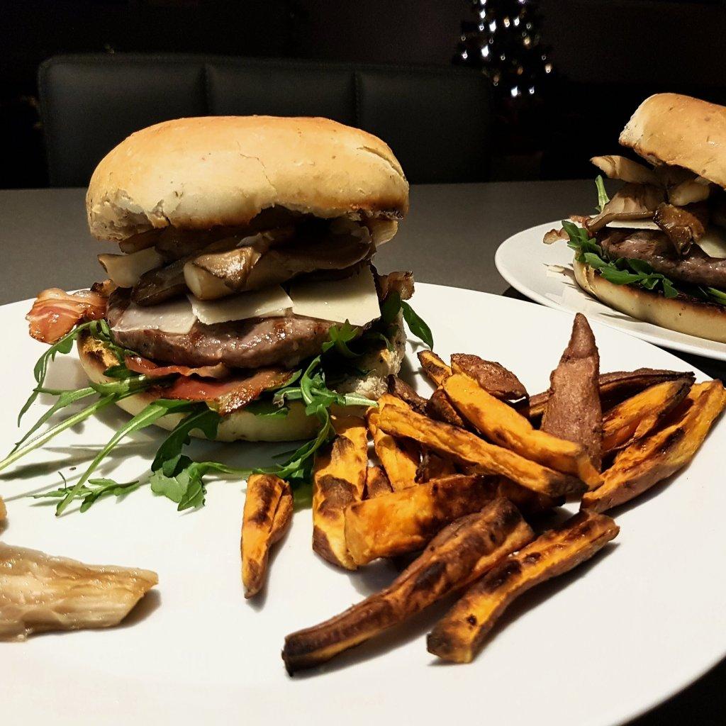 Hamburgers met oesterzwammen, rucola en truffelmayonaise