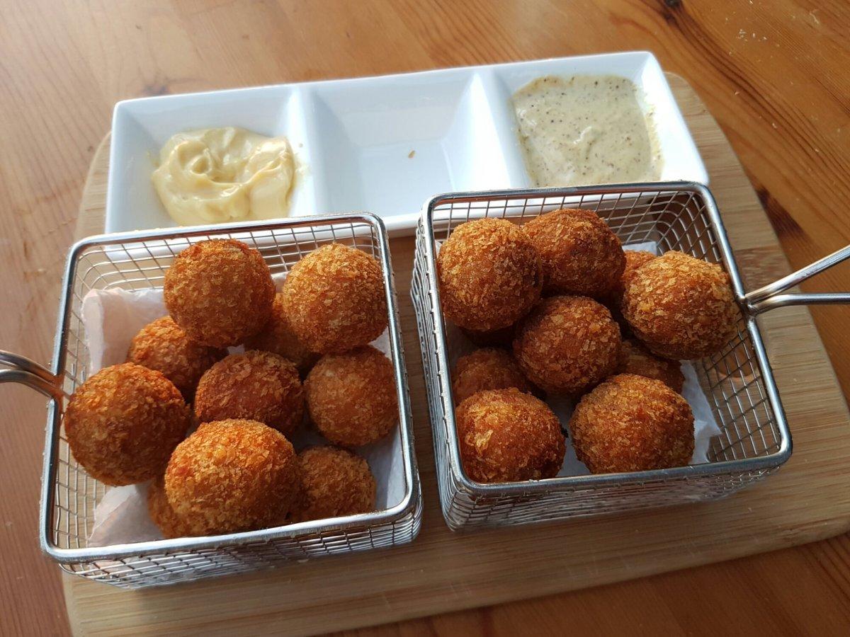 Edwin Kats' bitterballen met kippenlever, spekjes, champignons en peterselie