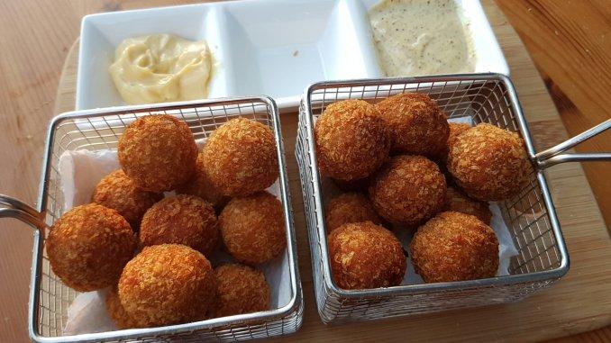 bitterballen kippenlever spekjes van Edwin Katz in frituurmandjes