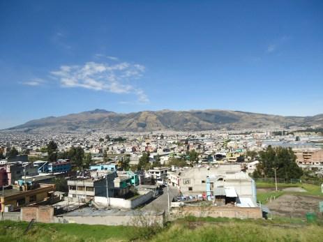 Blick über Quito bei strahlendem Himmel