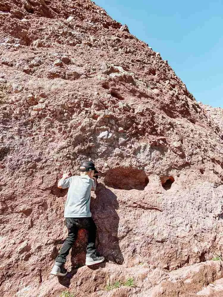 Travel with kids who like to hike Arizona cliffs