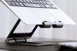 The Ridge Stand Plus stands for your Macbook iPad and iPhone