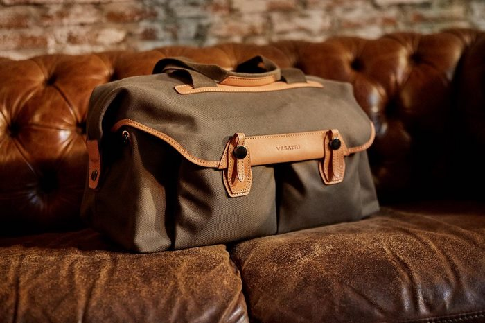 The Vesatri's Signature Duffel Bag A Stylish, Rugged Bag for the Modern Gentlemen