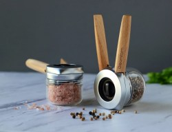 Ortwo One-Handed Pepper Mill By Dreamfarm