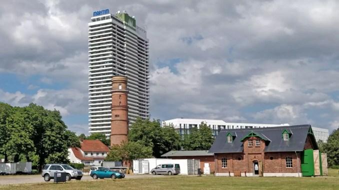 Leuchtturm und Maritim Hotel Travemünde