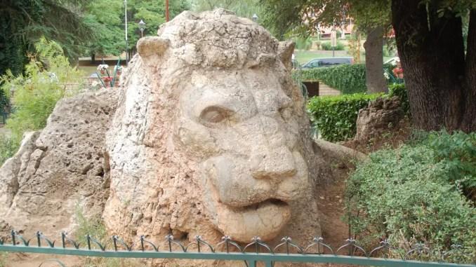 Löwen-Statue in Ifrane
