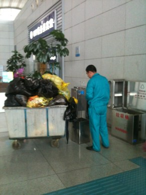 Qingdao Airport Maintenance Worker: good job! Way to NOT recycle!