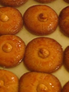 Sekerpare: semolina sponge cakes with hazlenuts