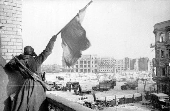 Красный флаг победы над городом