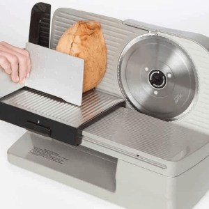 Image of Chef's Choice Slicer being used to cut a deli chub.
