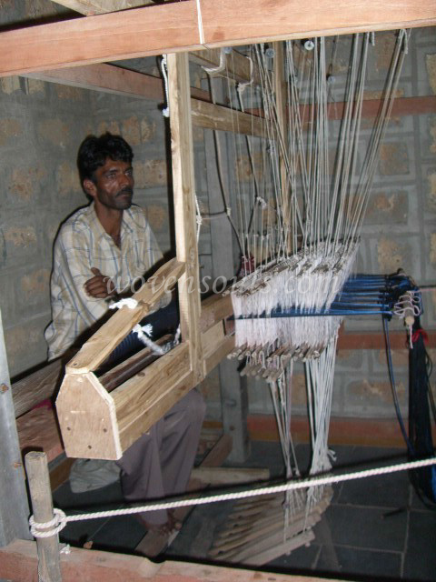Wovensouls-hand-loom-photo-6