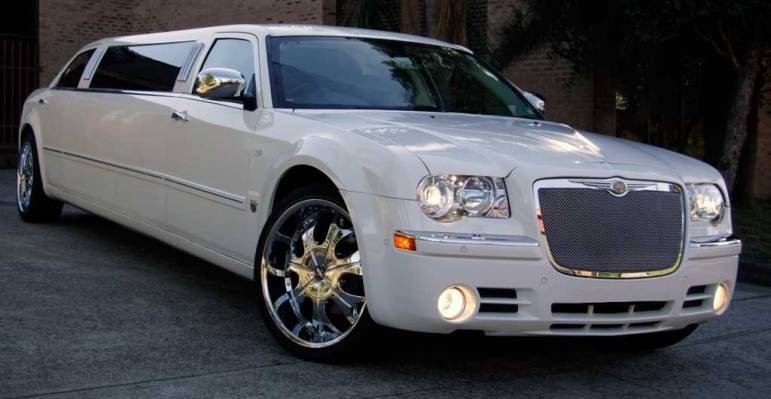 Sexy Connecticut Chrysler 300 Limo picture