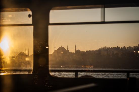 Istanbul sul traghetto vista moschea di Solimani