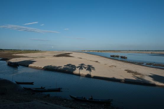 Il fiume Irrawaddy visto dal villaggio di Katha, Birmania del Nord.