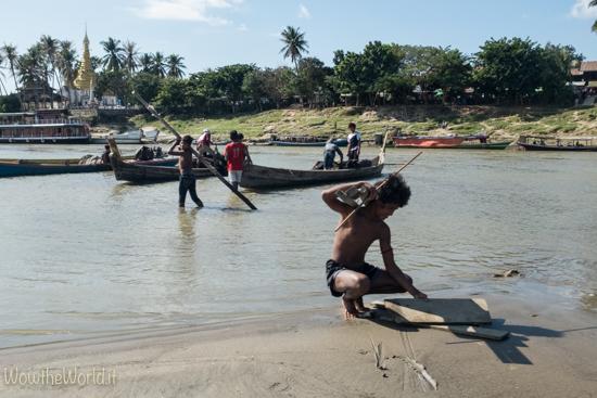 Pescatori a Katha, Irrawaddy, Birmania. By wowtheworld