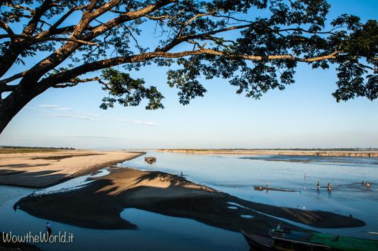 Navigare sul fiume Irrawaddy. Vista dalla cittadina di Katha, Birmania. Photo © Giorgiana Scianca, Wowtheworld
