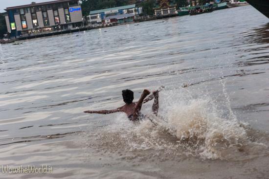 Navigare sul fiume Irrawaddy, in Birmania, fino al Delta nel fiume Pathein   Photo © Giorgiana Scianca, Wowtheworld Photo © Giorgiana Scianca