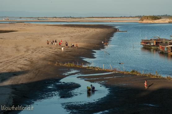Vita lungo le sponde dell'Irrawaddy nel tratto che costeggia Katha.