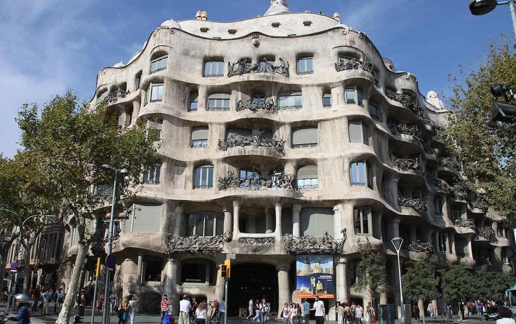 Casa Milà, Barcelona - by Rick Ligthelm:Flicker