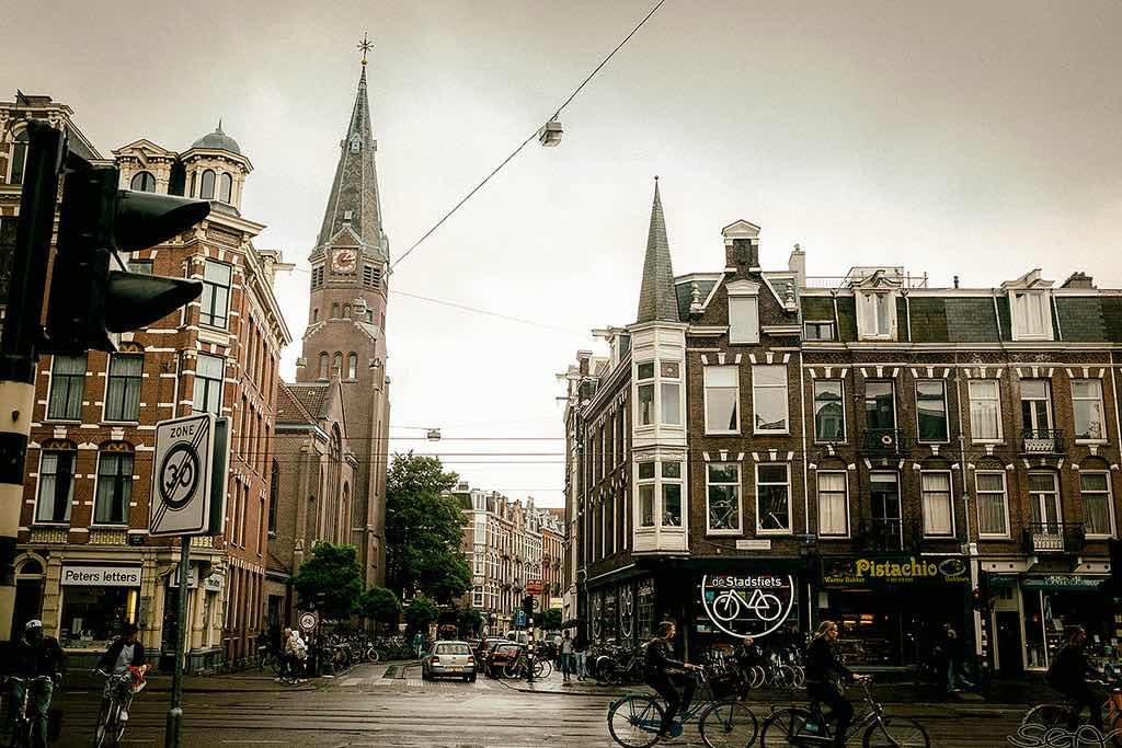 De Pijp, Amsterdam - by Sonny Abesamis - avrene/Flickr