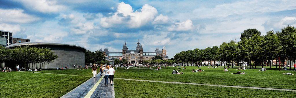 Van Gogh Museum, Amsterdam - by Mariano Mantel - Miradortigre:Flickr