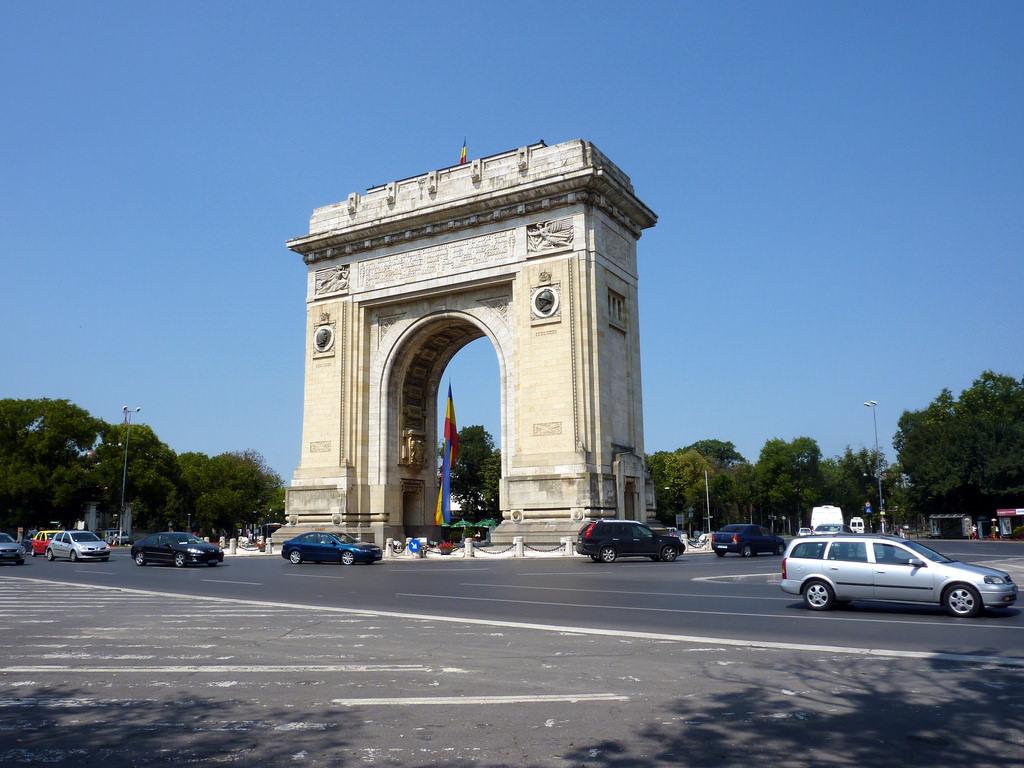 Arcul de Triumf, Bucharest - by Erwan Martin - ZeWaren/Flickr